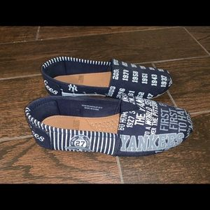 Shoes - NYY canvas slip on shoes